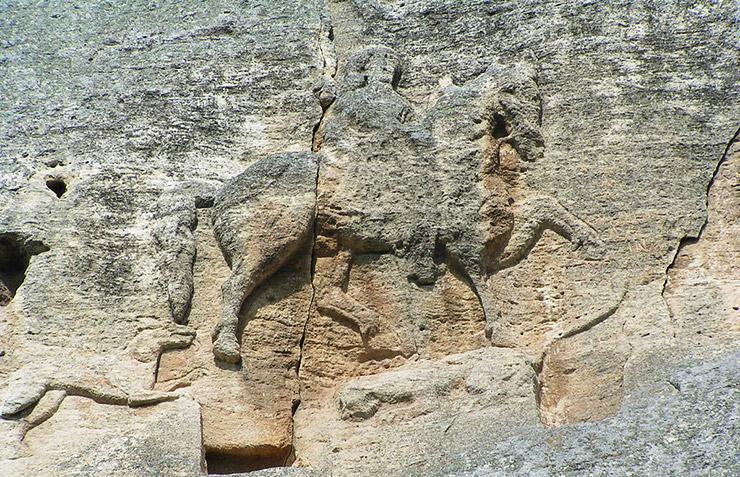 マダラの騎士像