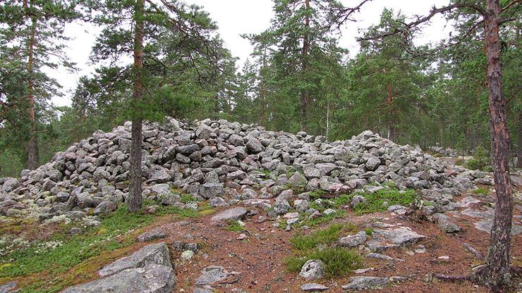 サンマルラハデンマキの青銅器時代の石塚墳