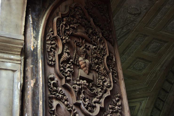 サン・アグスチン教会の木の扉