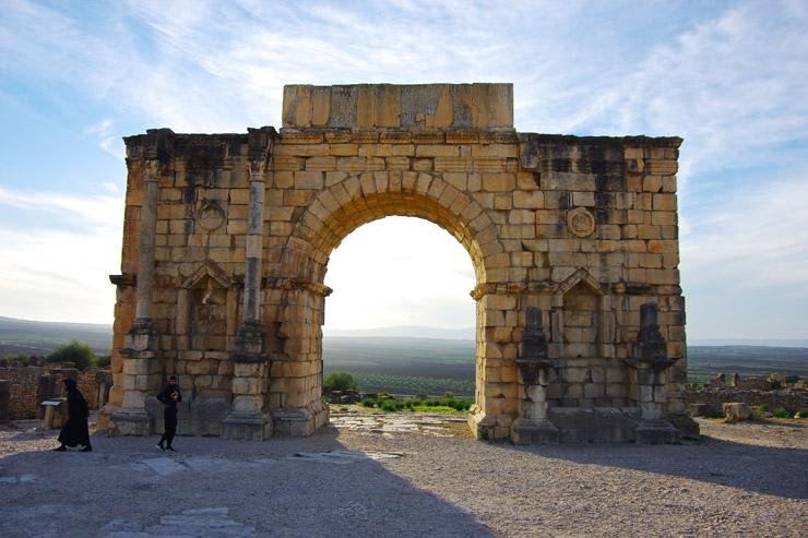 カラカラ帝の凱旋門などが残っている。