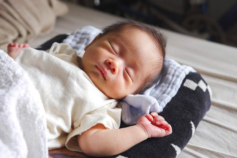 初めてのオツム変え | 0歳児の育児