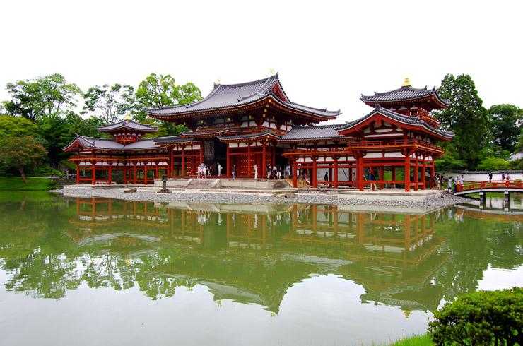 十円玉の建物や一万円札の鳳凰で有名な平等院