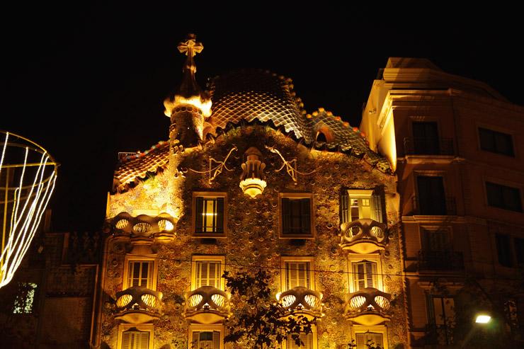 カサ・バトリョの夜景