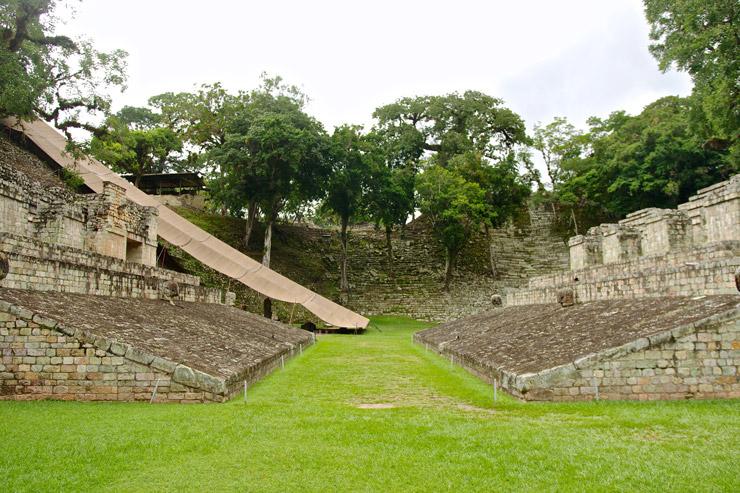 マヤの球技場