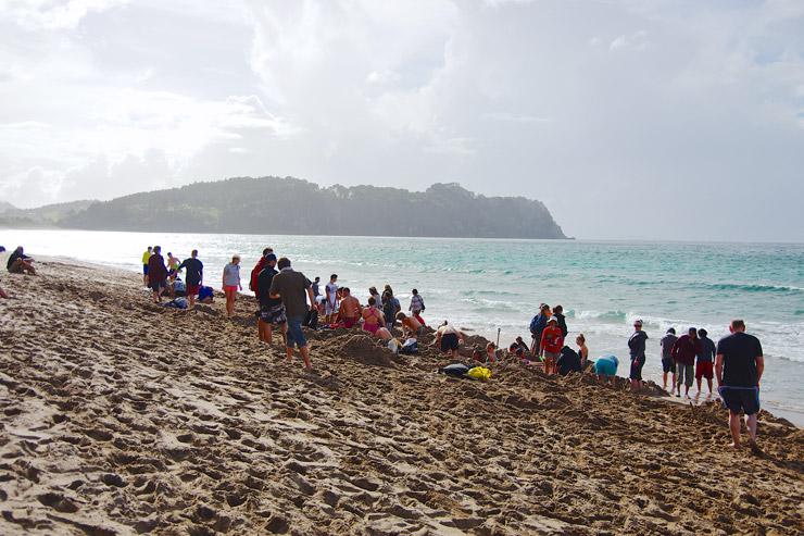 ホットウォータービーチと言う温泉が湧き出る砂浜