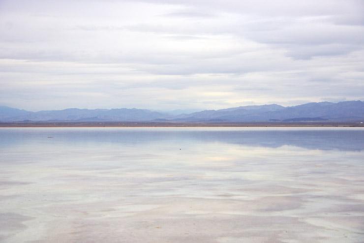 鏡張りのアサレ湖