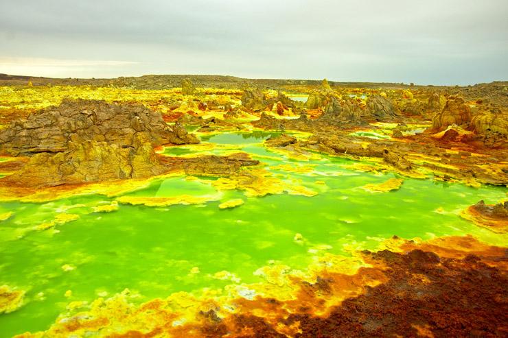 まるで別の惑星!この世の果てかと思うほどすごい場所『ダロール火山』