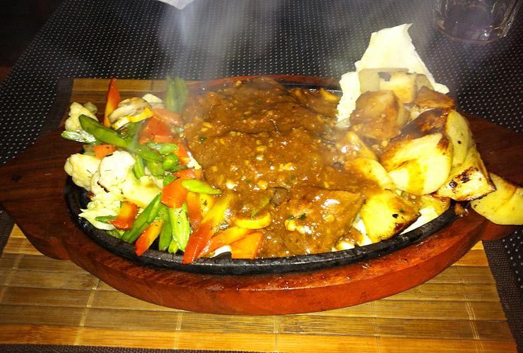 インドで食べた牛肉のステーキ