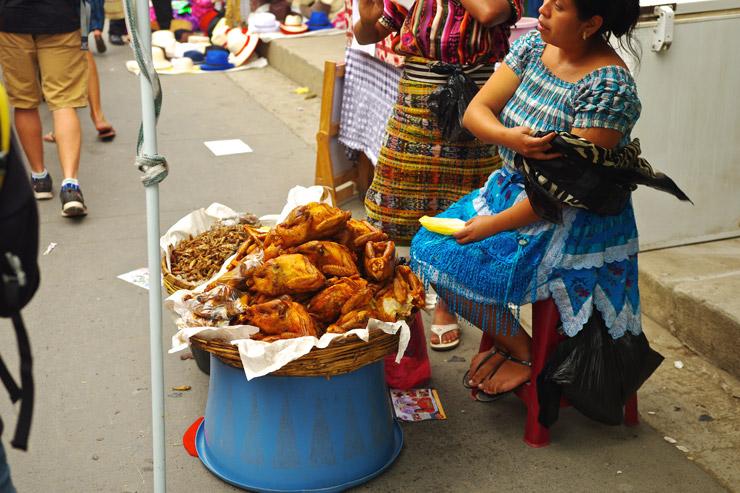 グアテマラの屋台飯 チキン