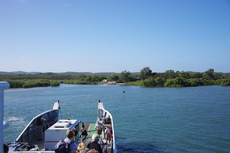 フェリーに乗ってフレーザー島へ上陸