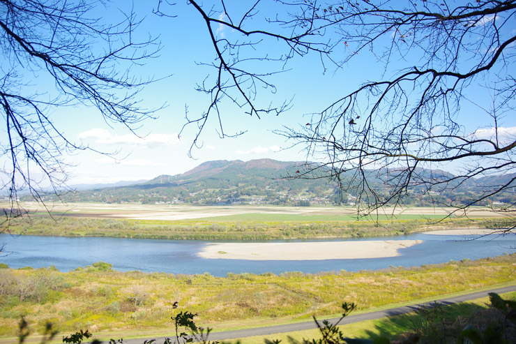 高館から眺める北上川