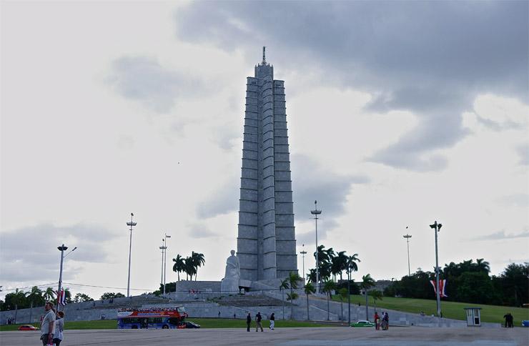 革命広場のホセ・マルティ記念碑