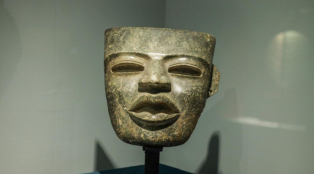 テオティワカンで発掘された石仮面