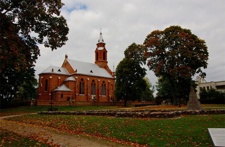 ケルナヴェの新しい聖堂と旧聖堂の礎