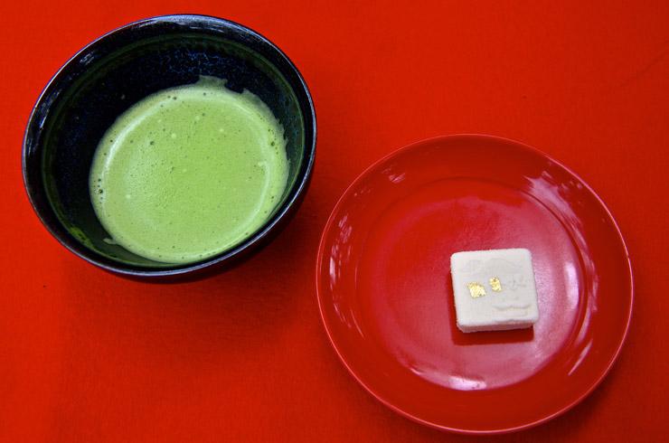 金閣寺で飲んだ抹茶