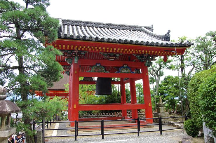 鐘楼(しょうろう) 清水寺の重要文化財