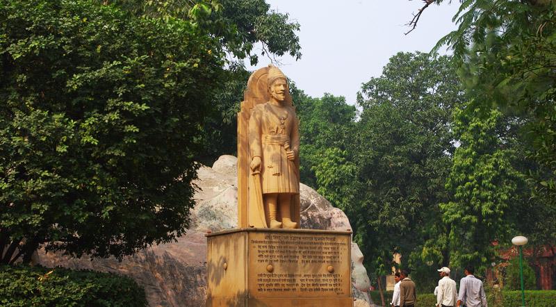 ラクシュミーナーラーヤン寺院の像
