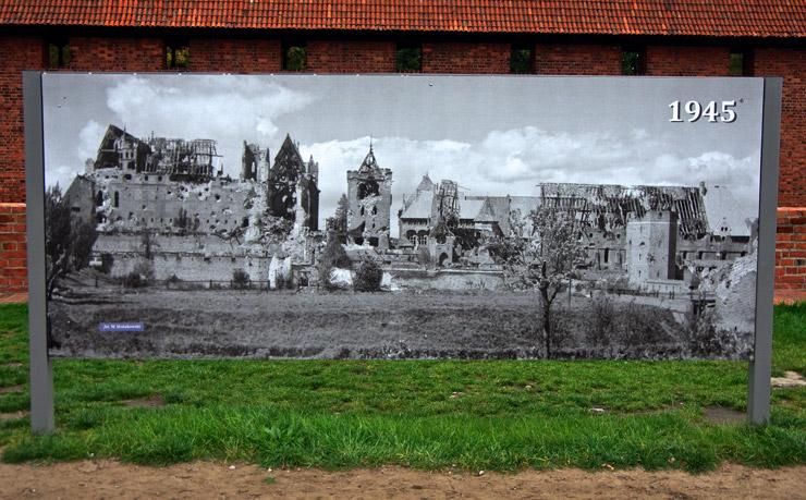 1945年、第二次世界大戦で破壊されたマルボルクの城