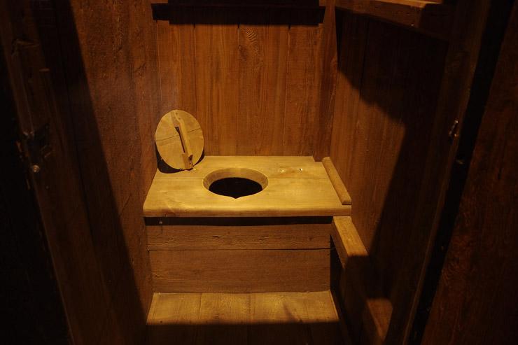中世のトイレ