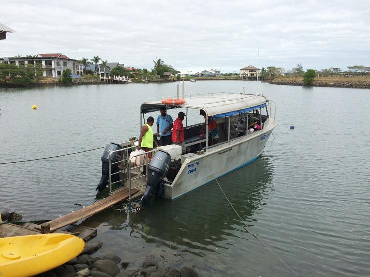 マナ島までのボート