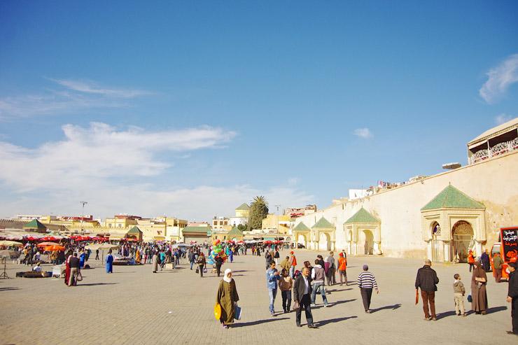 マンスール門の向かいにある広場