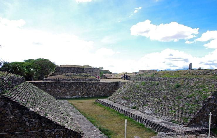モンテ・アルバンの古代遺跡の球技場