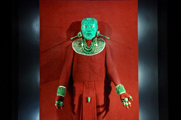 『古代都市パレンケ』でパカル王が身につけていた翡翠の仮面