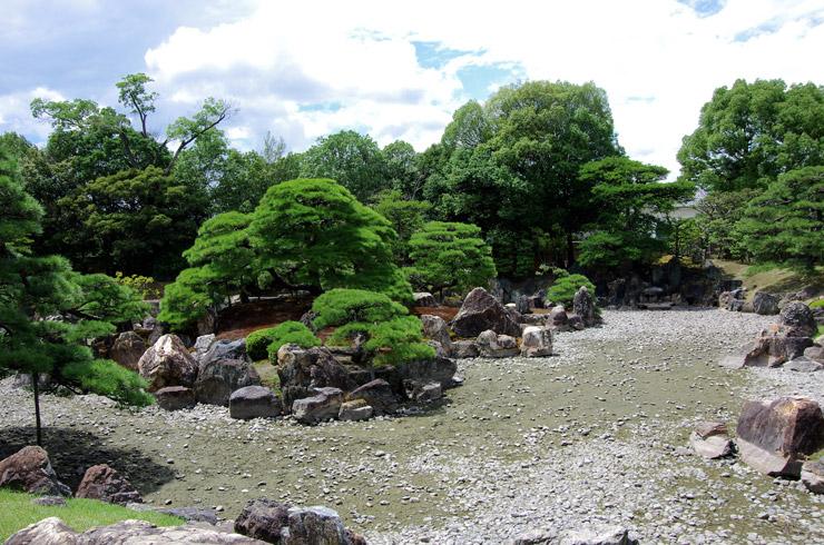 二の丸庭園の池