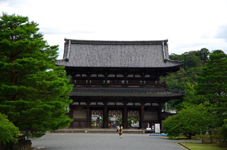 仁和寺の仁王門