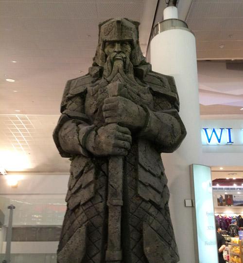 ドワーフの王、オークランドの空港にて