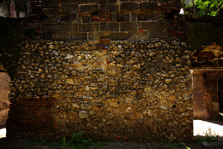 年代を感じさせる壁