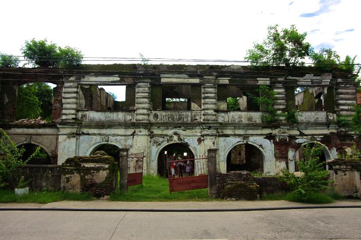 廃墟の入り口