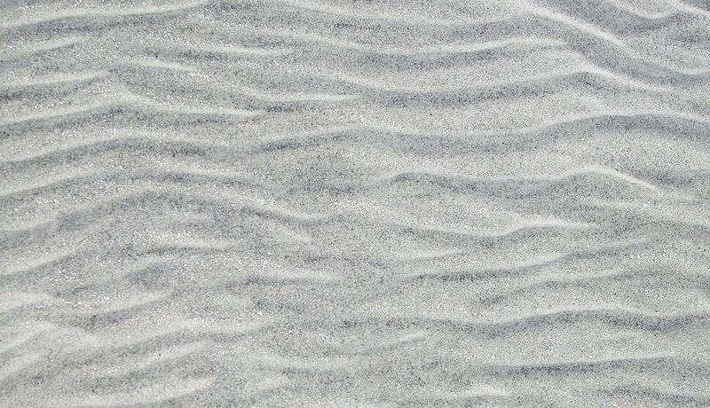 輝くガンジス川の砂