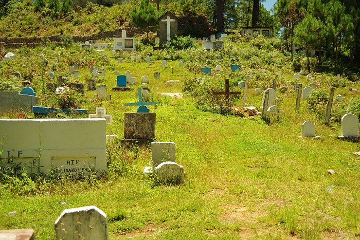 セント・メアリーズ教会の墓地