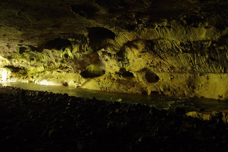 サガダの洞窟