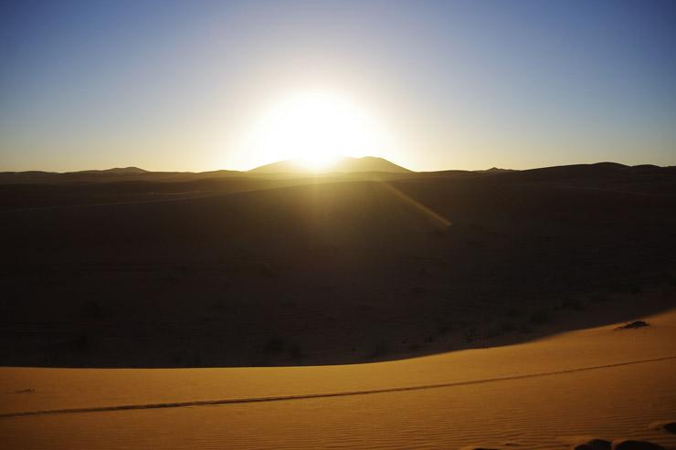 2015年最後の日の入り、サハラ砂漠にて