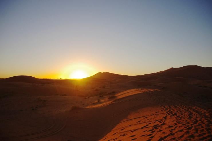 2016年の初日の出、サハラ砂漠にて