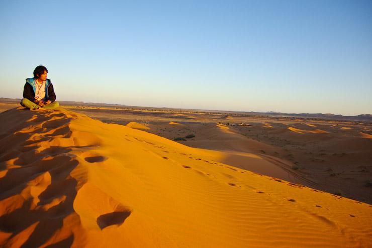 サハラ砂漠の夕暮れ