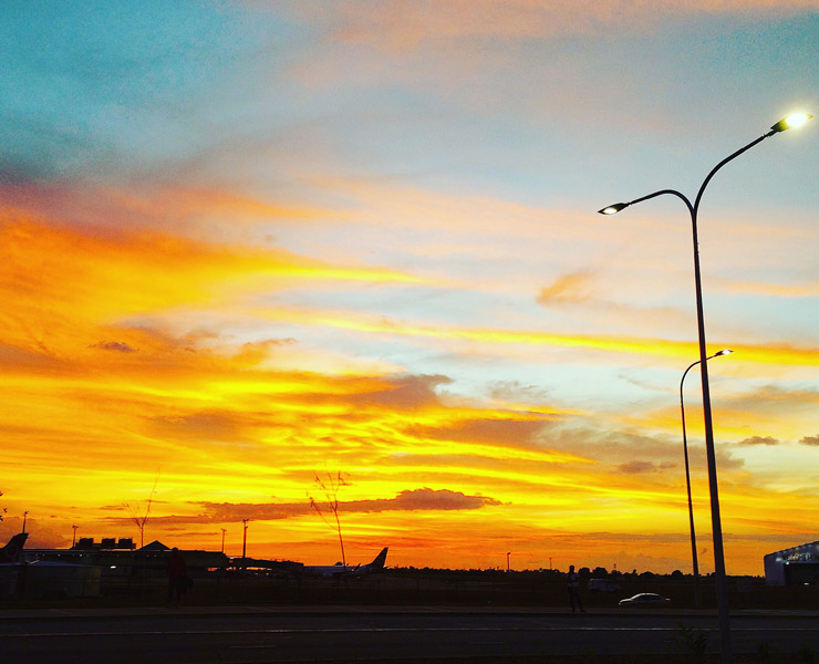 ナンディ空港の夕暮れ