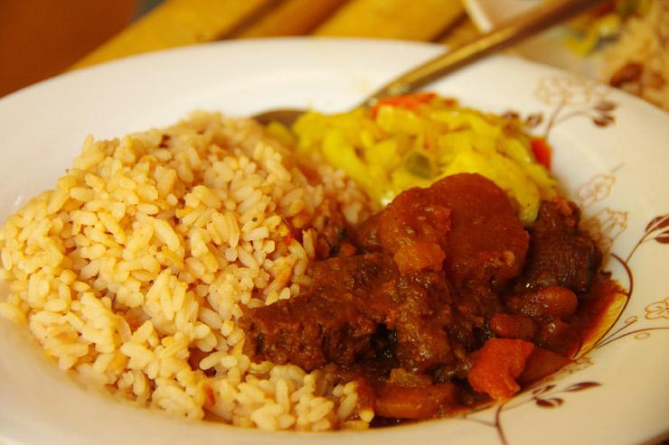 ラスタ村で食べるジャマイカンフード