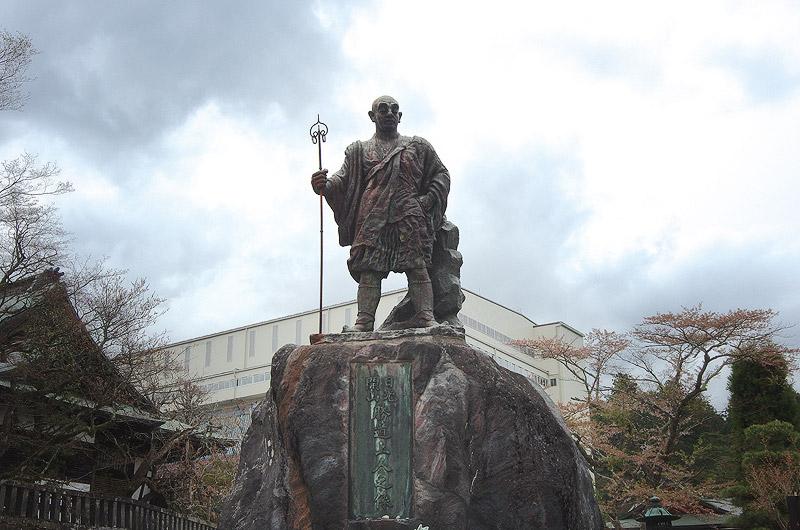 勝道上人の銅像