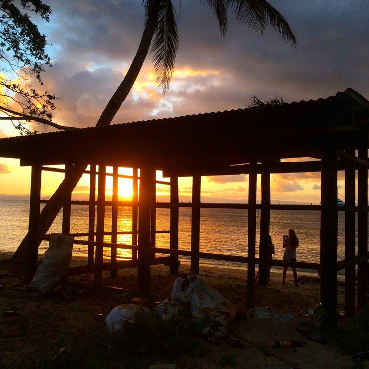 タベウニ島の美しい夕日