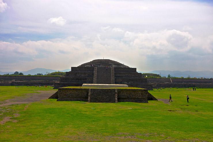 ケツァルコアトルの神殿(ピラミッド)