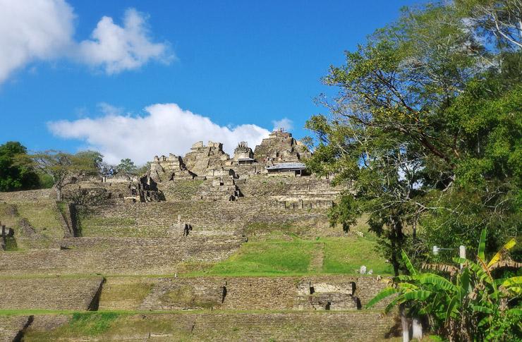 トニナ遺跡への行き方とオコシンゴの安宿