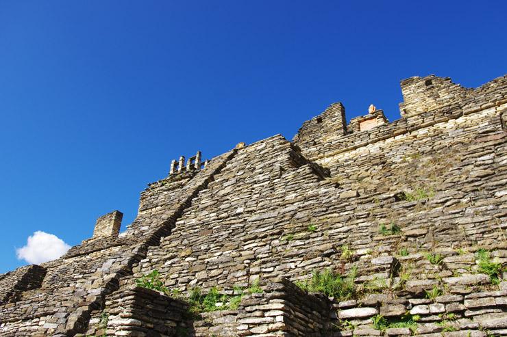 トニナ遺跡のピラミッド