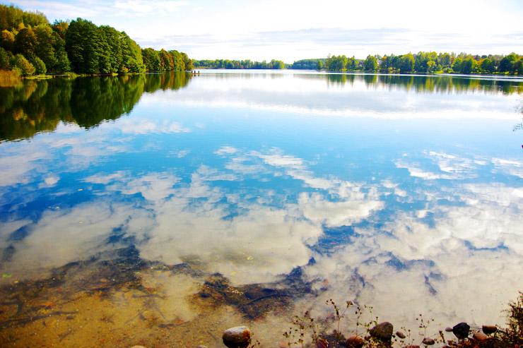 リトアニアの湖畔リゾート『トラカイ島城』