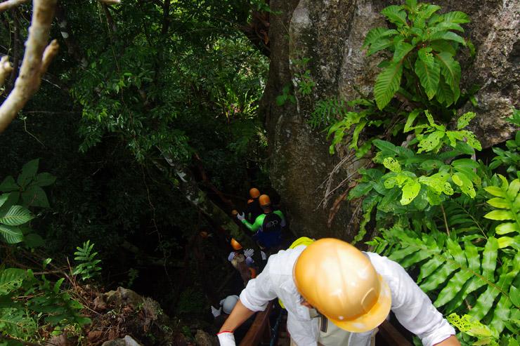 ウーゴンロック鍾乳洞の探検