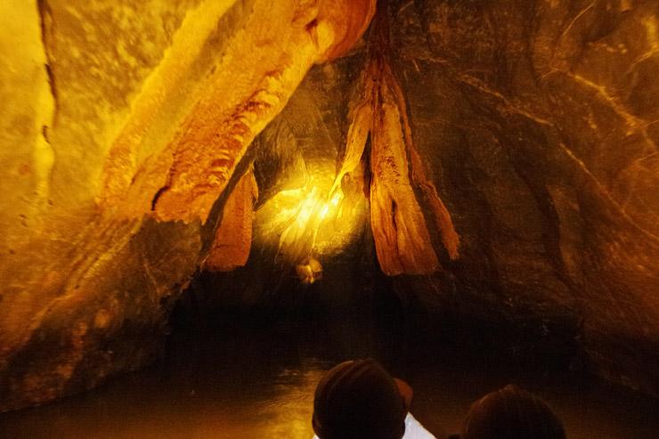プエルト・プリンセサ地底河川国立公園をボートでまわる洞窟ツアー
