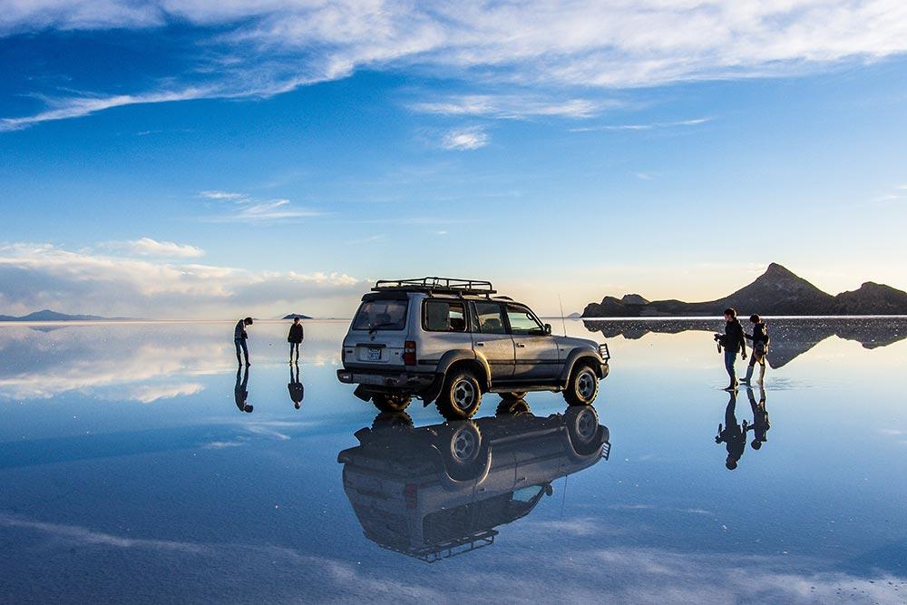 『ウユニ塩湖』世界一の絶景と噂される幻想的な世界