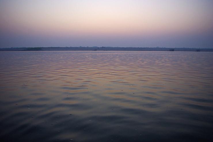 早朝のガンジス川